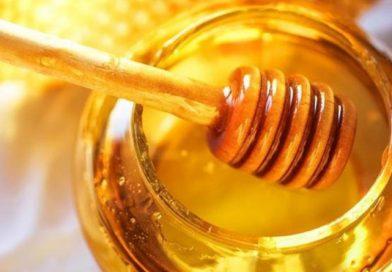 How Honey Treats Acne